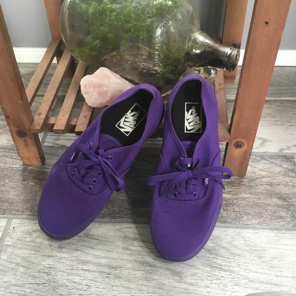 676b74d4a7 Limited edition Journeys Vans Purple size us 9. M 5af994c4b7f72b882d0ee084